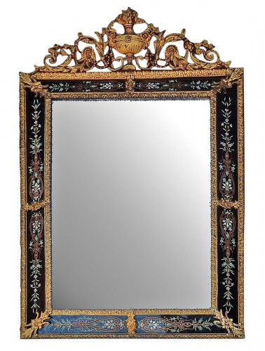 Venitian and gilted bronze mirror with pediment black color glass