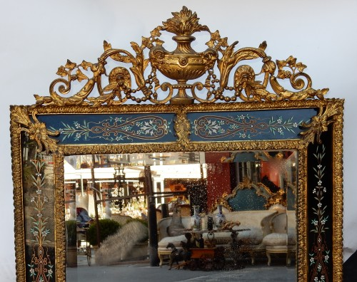 Antiquités - Venitian and gilted bronze mirror with pediment black color glass