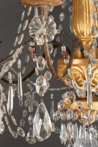 Lustre italien en bois doré et cristaux, fin du 18ème siècle -