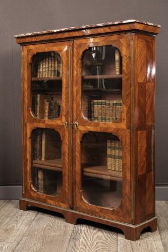 Petite bibliothèque en placage. Début du XVIIIeme siècle - Furniture Style French Regence