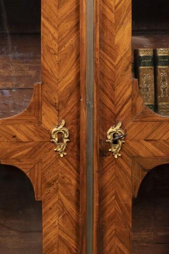 Furniture  - Petite bibliothèque en placage. Début du XVIIIeme siècle