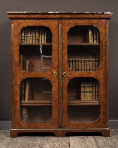18th century - Petite bibliothèque en placage. Début du XVIIIeme siècle