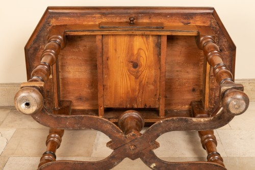 Louis XIII - 17th century walnut table