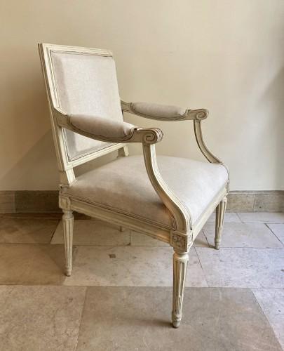 Seating  - Paire de fauteuils Louis XVI en bois laqué