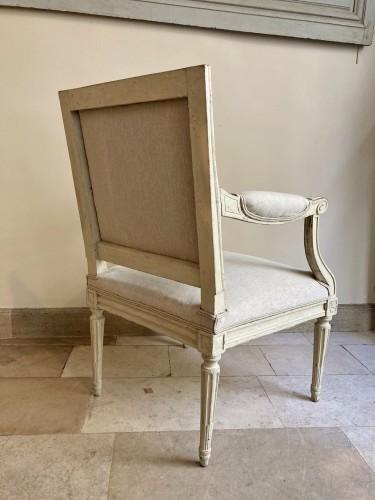 Paire de fauteuils Louis XVI en bois laqué - Louis XVI