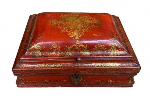 18th century French Red Lacquer and Gilt Wooden Box