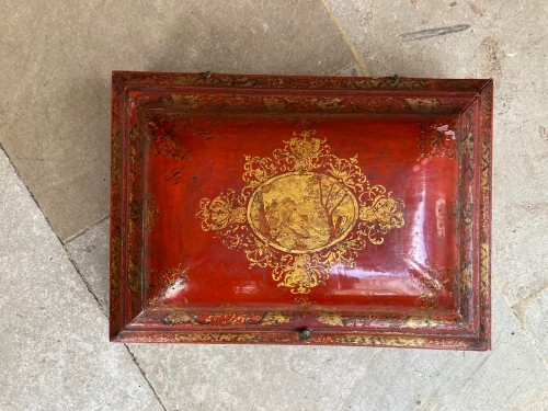 Objects of Vertu  - 18th century French Red Lacquer and Gilt Wooden Box