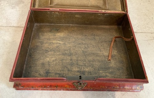 18th century French Red Lacquer and Gilt Wooden Box -
