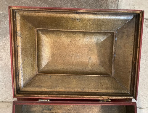 18th century - 18th century French Red Lacquer and Gilt Wooden Box
