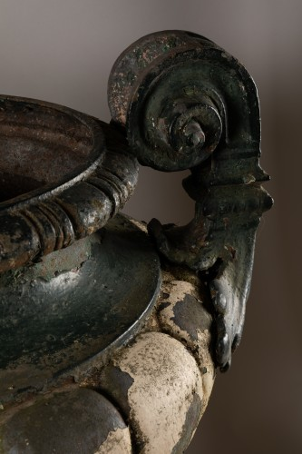 19th century - 19th century Pair of french cast-iron garden vases