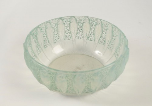 "Glass & Crystal  - René Lalique - Opalescente bowl ""Perruches"""