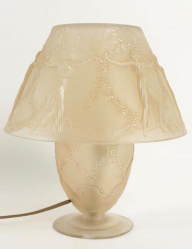 "René LALIQUE (1860-1945) - Lamp ""Six dancers"" - Glass & Crystal Style"