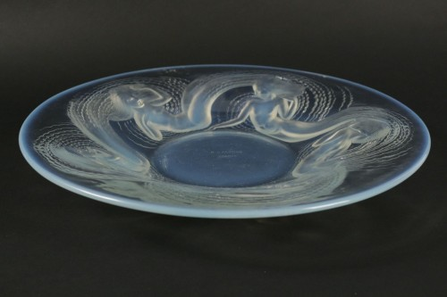 "René Lalique (1860-1945) - Molded Opalescent glass ""Calypso"" bowl -"