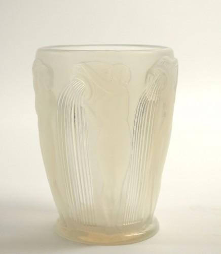 "René Lalique Vase ""Danaides"" Opalescent - Glass & Crystal Style"