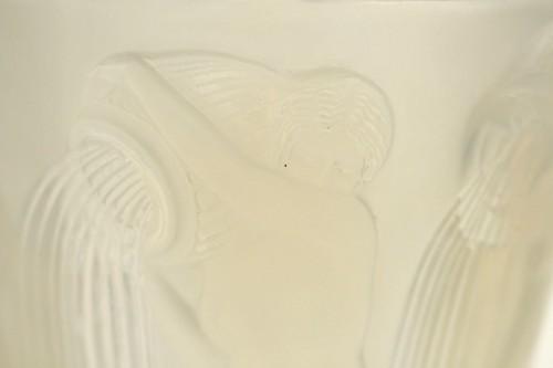 """René Lalique Vase """"Danaides"""" Opalescent -"""