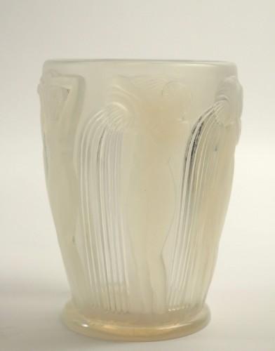 """- René Lalique Vase """"Danaides"""" Opalescent"""