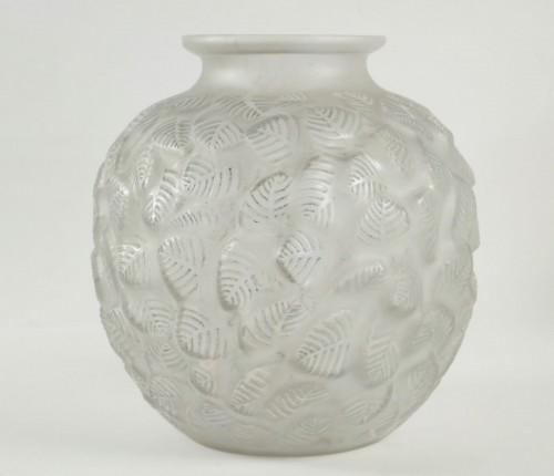 """René Lalique - Frosted glass Vase """"Charmilles"""" -"""