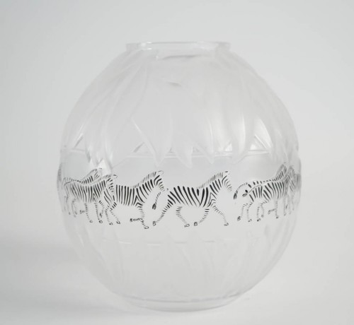 Marie Claude Lalique : Pair of Black and Frosted Glass 'TANZANIA' Vases - Glass & Crystal Style
