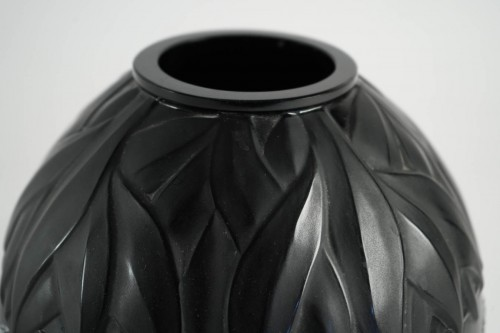 Antiquités - Marie Claude Lalique : Pair of Black and Frosted Glass 'TANZANIA' Vases