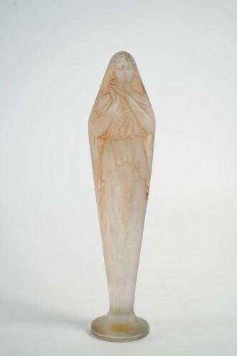 """- René Lalique -""""Voilee Mains Jointes Statue"""