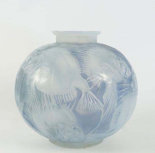 "René Lalique Opalescent Vase ""Poissons"" - Glass & Crystal Style"