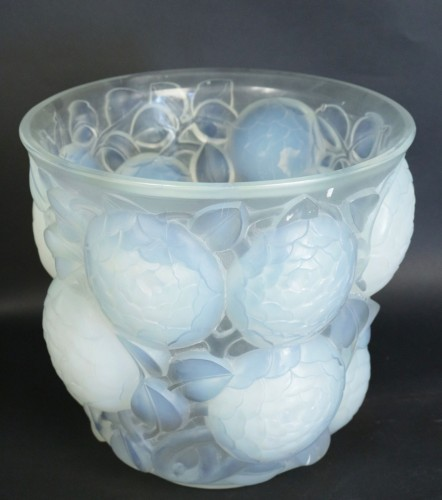 "Glass & Crystal  - RENÉ LALIQUE (1860-1945) - Opalescent Vase ""Oran"""