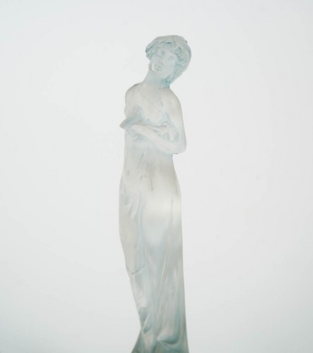 "Glass & Crystal  - R Lalique Statuette ""Moyenne Nue """