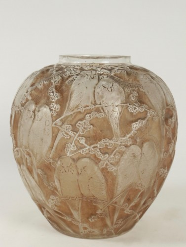 """20th century - Rene Lalique Frosted and Sepia Stained Vase """"Perruches"""""""
