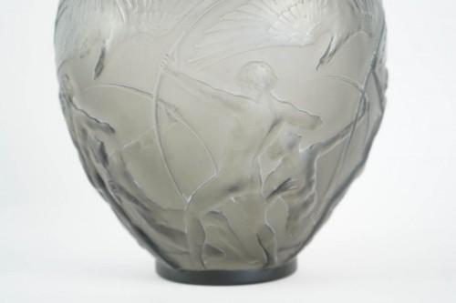"René lalique Vase ""Archers""  Topaze Colored - Glass & Crystal Style"