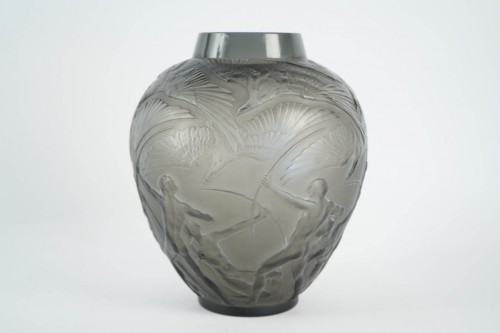 """20th century - René lalique Vase """"Archers""""  Topaze Colored"""