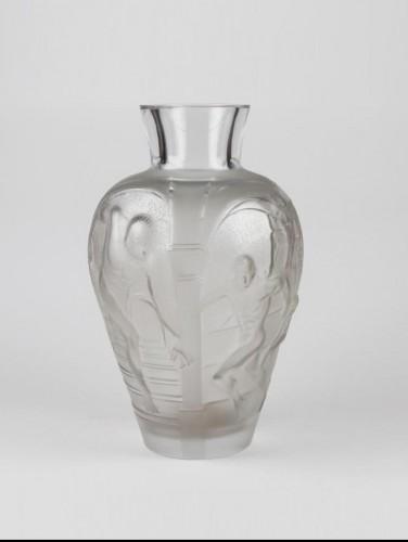 """20th century - LALIQUE  Marie Claude Monumental Vase """"Les Eleens"""""""