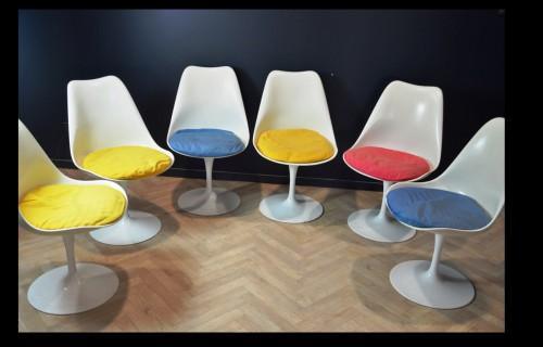 Eero SAARINEN (1910-1961) et Edition KNOLL Set of 7 Swiveling Tulip Chairs