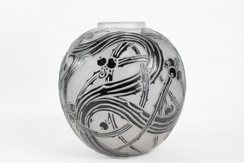 "Glass & Crystal  - René Lalique - Black enamelled vase ""BAIES"""
