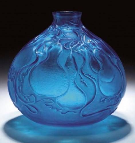 R Lalique Vase 'COURGES', ELECTRIC BLUE VASE  -