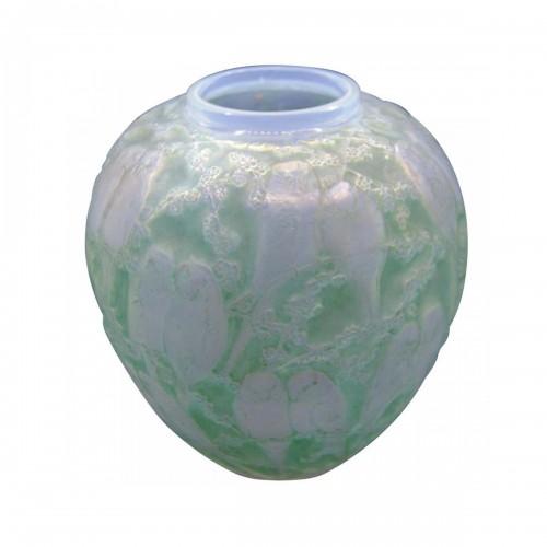 Green Parakeets Vase - René Lalique (1860-1945)
