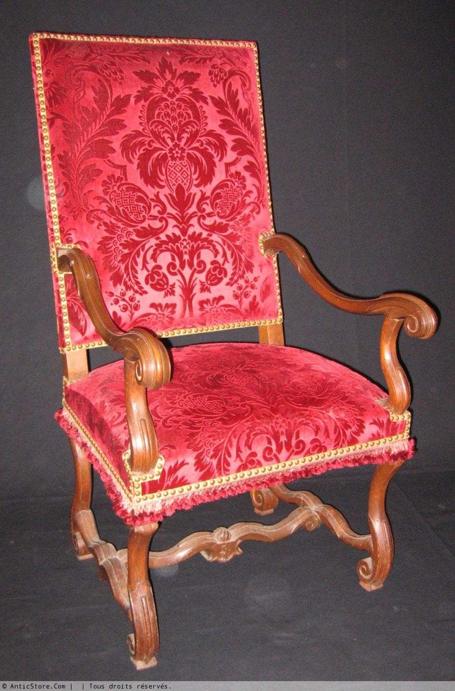 paire de fauteuils d 39 poque louis xiv xviie si cle. Black Bedroom Furniture Sets. Home Design Ideas