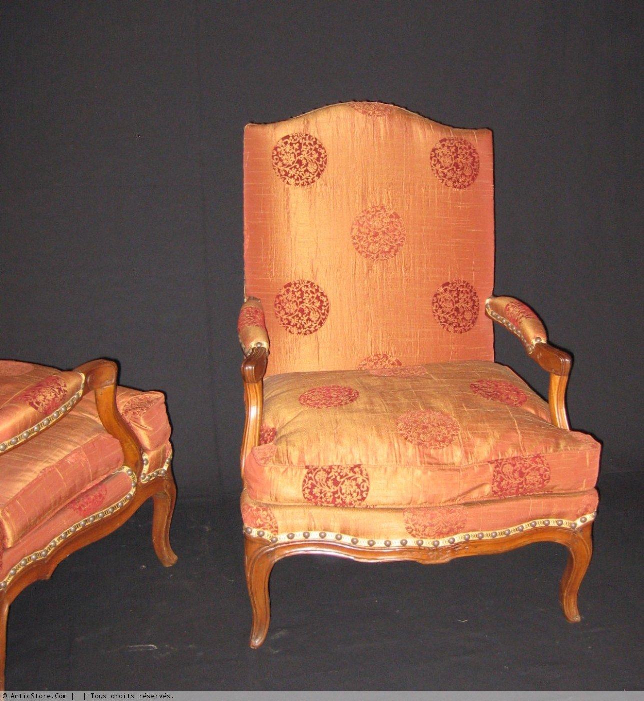 paire de fauteuils coin de feu d 39 poque louis xv xviiie si cle. Black Bedroom Furniture Sets. Home Design Ideas