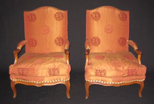 "Pair of armchairs so-called ""fireside - coin de feu"" Louis XV period - Seating Style Louis XV"