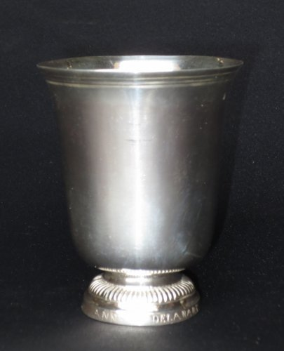 A XVIIIth century sterling silver Beaker - Antique Silver Style