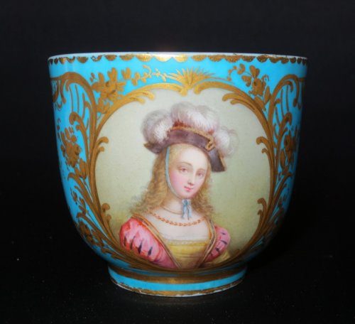 Antiquités - Sèvres porcelain cup and saucer, 18th century
