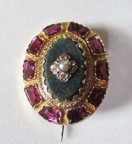 Napoléon III - Broche en or Jaspe sanguin, diamants et perles
