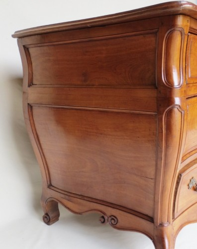 Louis XV - 18th century chest of drawers in fruit wood