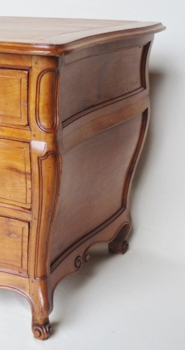 Antiquités - 18th century chest of drawers in fruit wood
