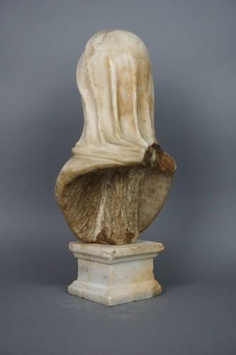 17th century - 17th Century Baroque Roman Marble Vestal Buste