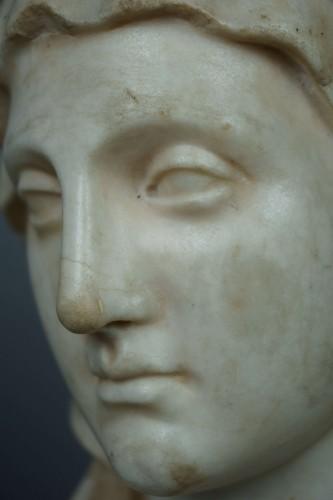 - 17th Century Baroque Roman Marble Vestal Buste