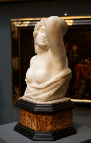 17th Century Italian Marble Cleopatra Bust - Sculpture Style Louis XIV