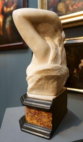 Sculpture  - 17th Century Italian Marble Cleopatra Bust