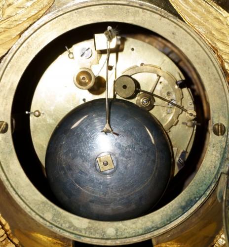 Empire - 19th Century Empire period gilt bronze vase mantel clock with char of love