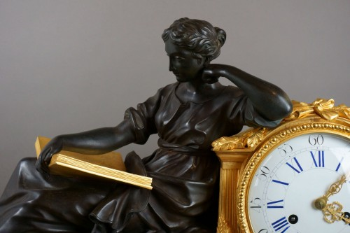 Early 19th Century Imposing Bronze à la Geoffrin Clock Henri Picard - Clocks Style Louis-Philippe