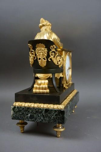"""Empire period clock """"La Liseuse"""" Gilt Bronze - Empire"""